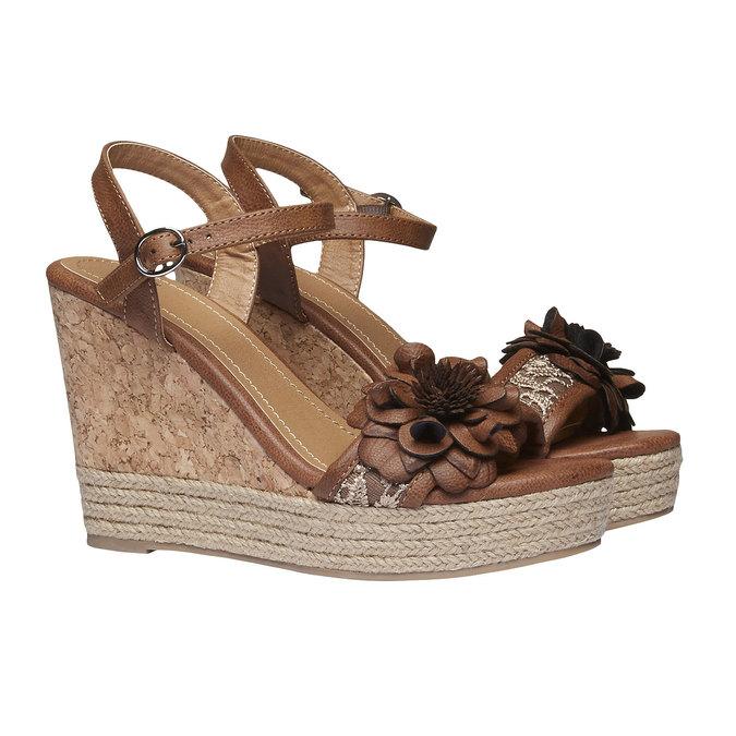 Sandały na platformie z kwiatkiem bata, brązowy, 761-4529 - 26