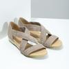 Skórzane sandały na koturnach bata, brązowy, 563-4600 - 26