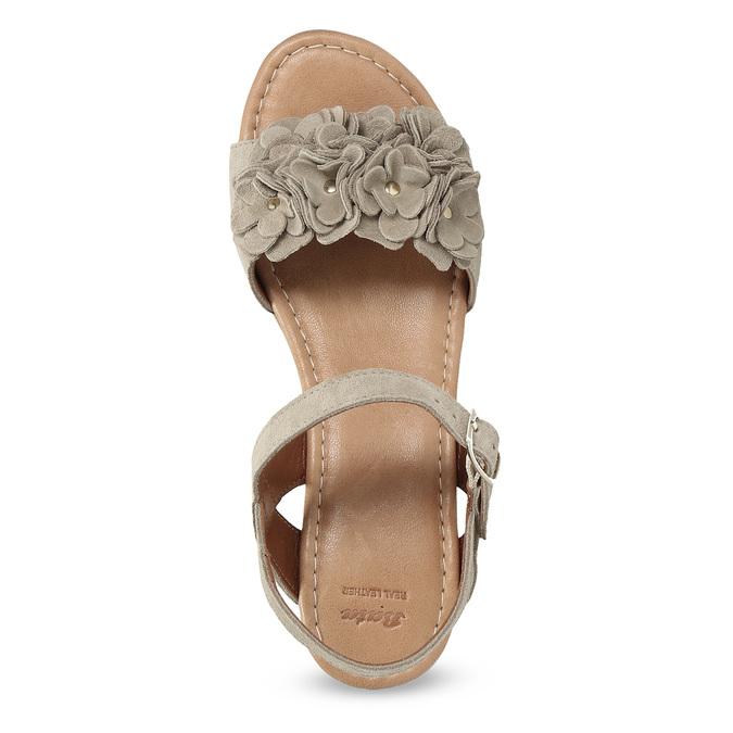 Skórzane sandały damskie na platformie bata, beżowy, 763-3601 - 17