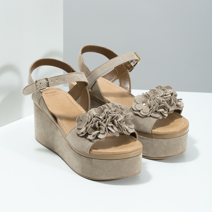 Skórzane sandały damskie na platformie bata, beżowy, 763-3601 - 26