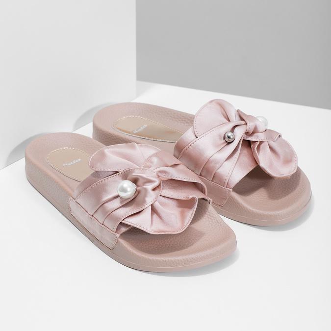 Różowe satynowe klapki zperełkami bata, różowy, 569-5615 - 26